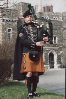 A Royal Irish Ranger Piper - Photo from Dalcassian Clan